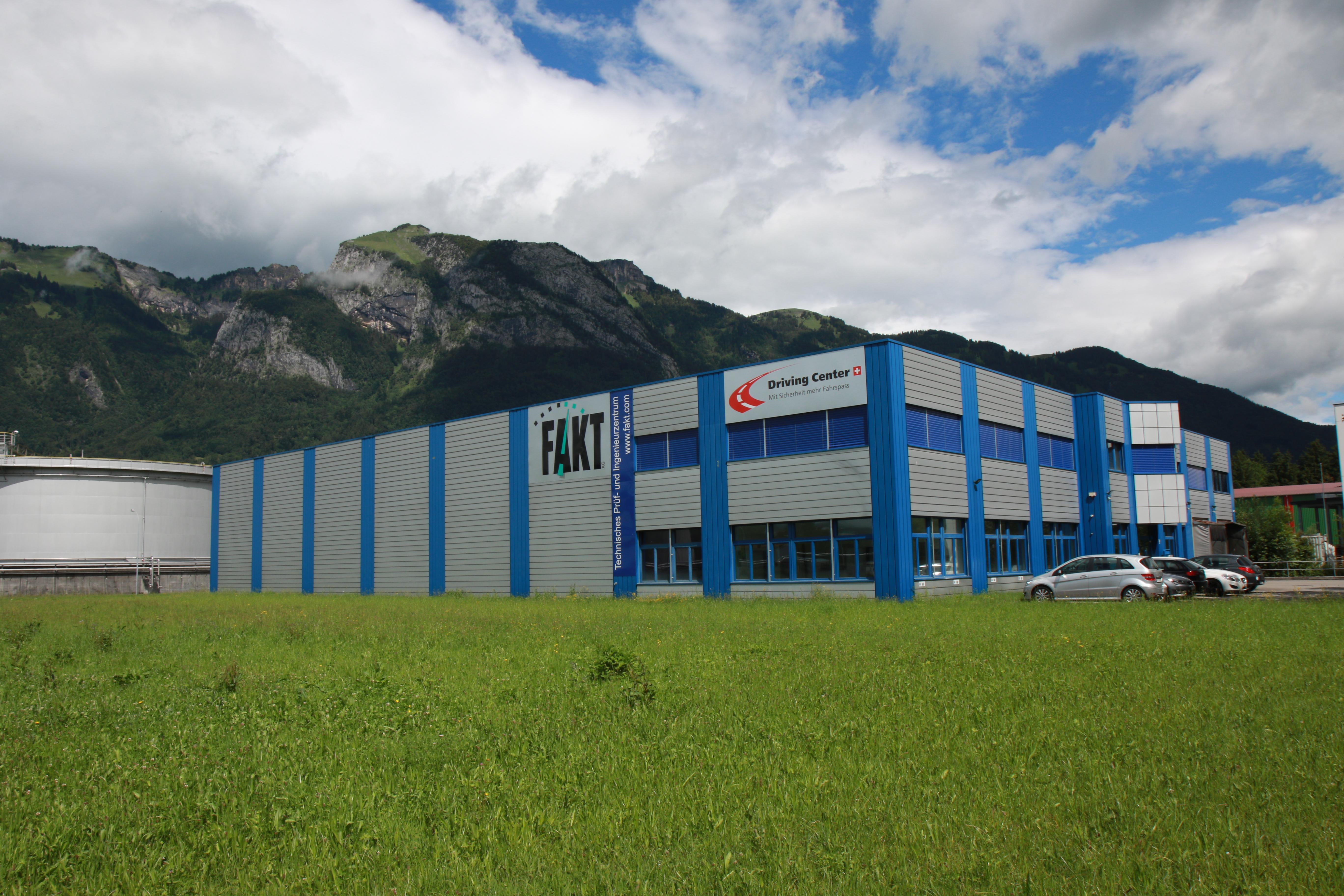 ... und senden Ihre Unterlagen, sowie ein Kopie des Fahrzeugausweises an  info-ch@fakt.com oder per Post an: FAKT AG, Augrabenstrasse 9, 9466 Sennwald